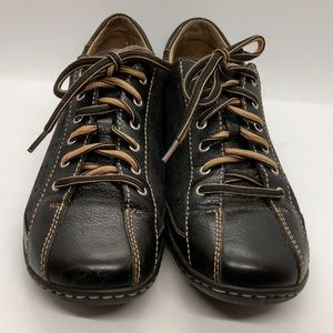 Born Black/Tan Lace Up Sneakers Size 8